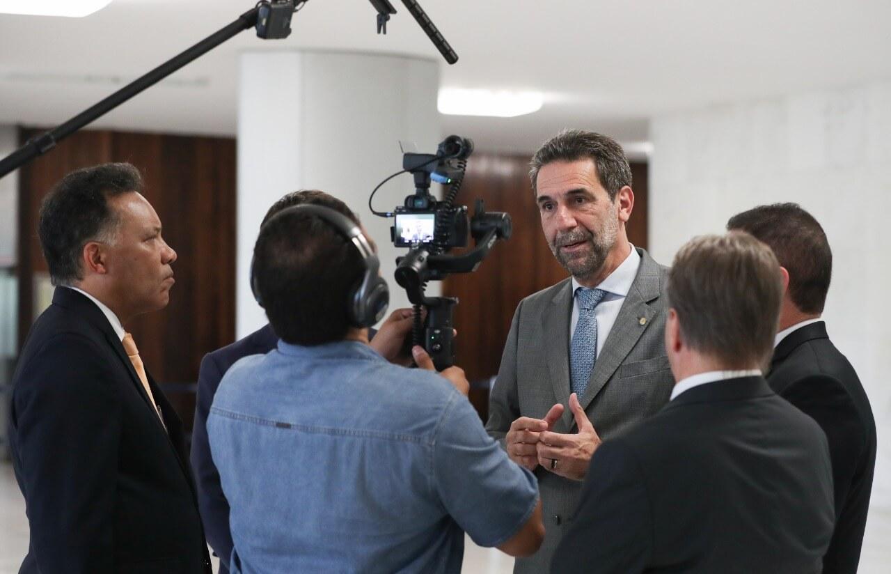 Enio dá entrevista na Câmara