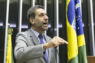 Enio Verri aciona PGR para investigar Ministério da saúde